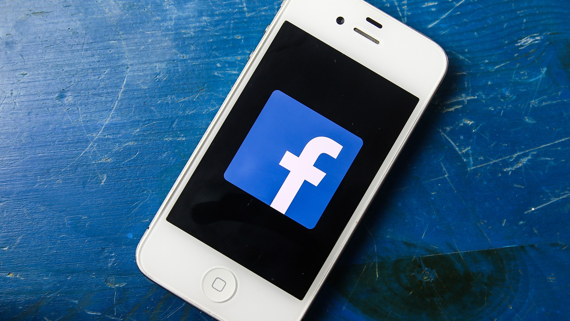 facebook-mobile-iphone-smartphone1-ss-1920.jpg